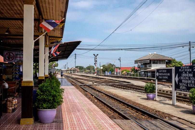 Am Bahnhof von Ayutthaya