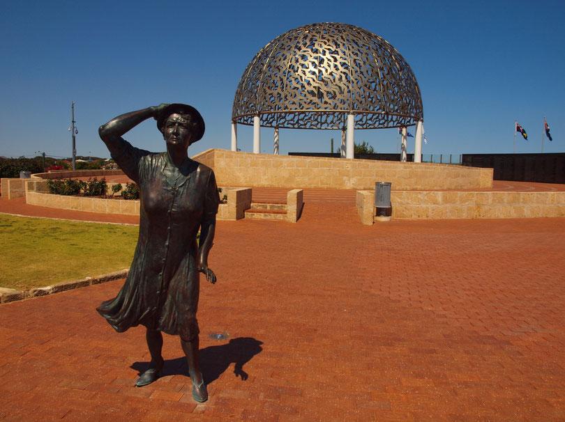 Die wartende Frau am Sydney Memorial
