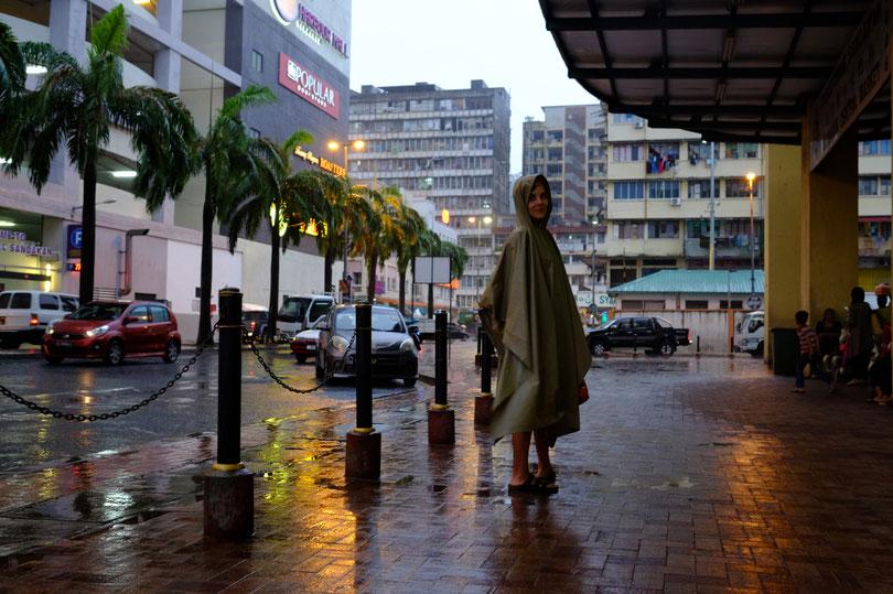 ein nasser Spaziergang durch die Stadt