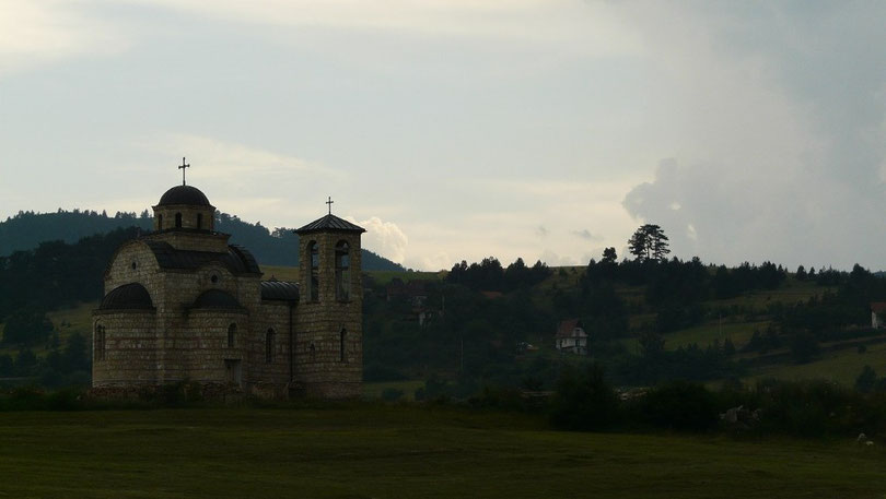 Comme en Géorgie, de nombreuses églises et monasteres s'egrenent le long de la route en Serbie