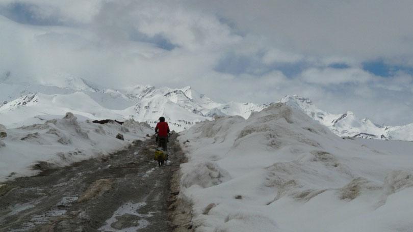 Au passage du col, la route devient un peu extreme, la descente n'en sera que plus délicate