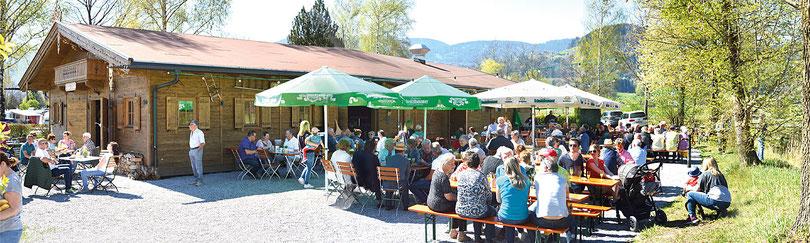 Geselligkeit im Biergarten vom Kaiser Camping in Bad Feilnbach