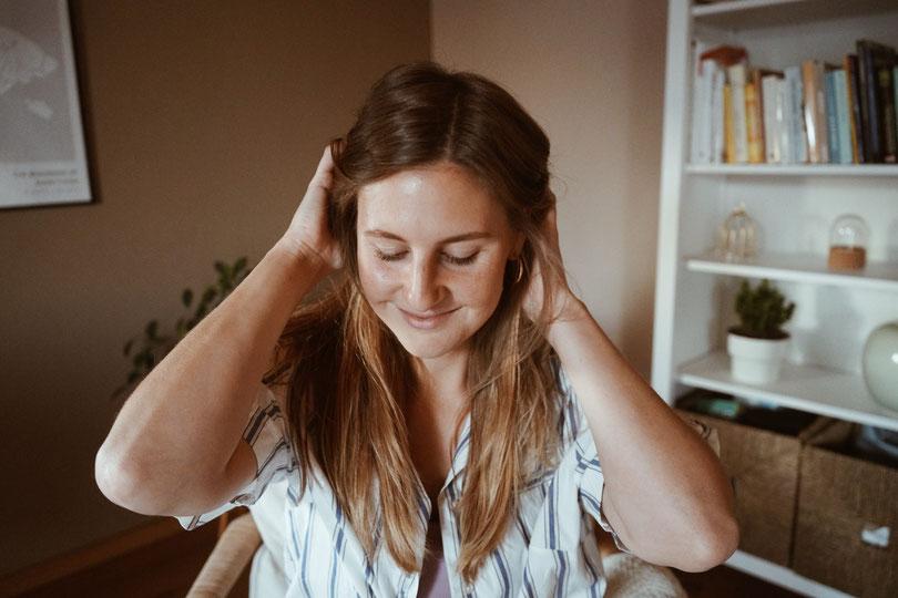 Natürliche Haarspülung mit saurer Rinse mit Apfelessig