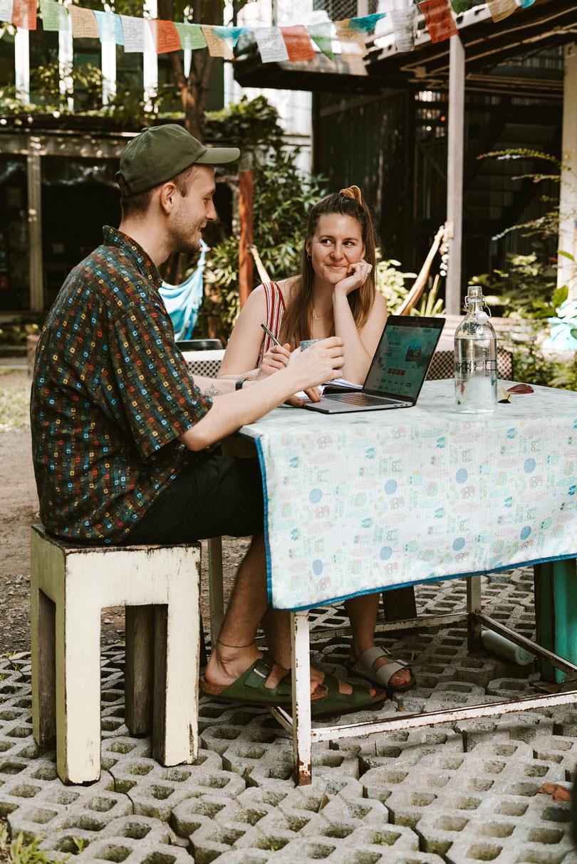 Digitaler Nomade Selbstständigkeit Buchhaltung Rechnungen schreiben