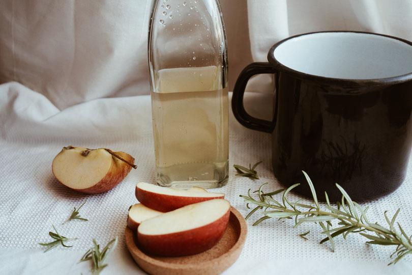 Saure Rinse mit Apfelessig Haarspülung