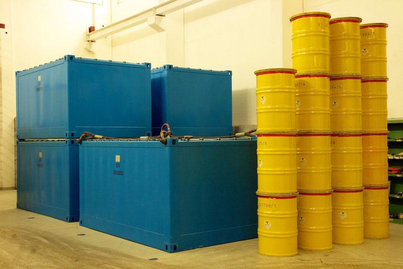 Schwachradioaktive Abfälle in Fässern und Mosaikbehältern