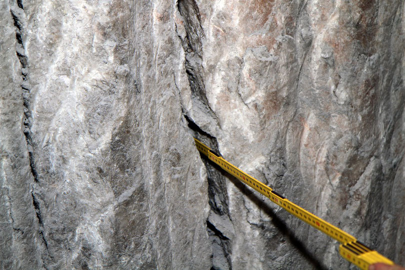 Asse: Klüfte im Salz sind teilweise mehrere Meter tief (532m-Sohle)