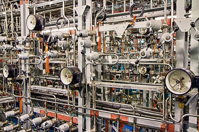 Geberraum mit Primärkreis-Druckleitungen