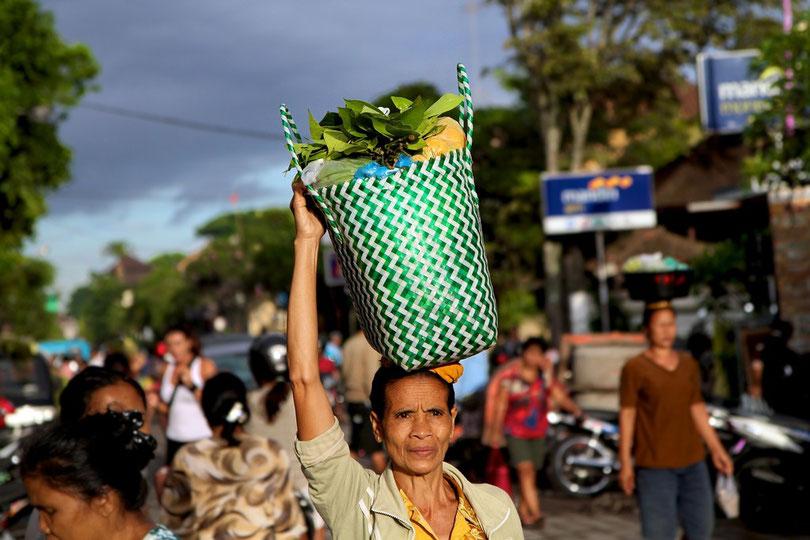 Auf dem Nachhauseweg vom Morgenmarkt in Ubud