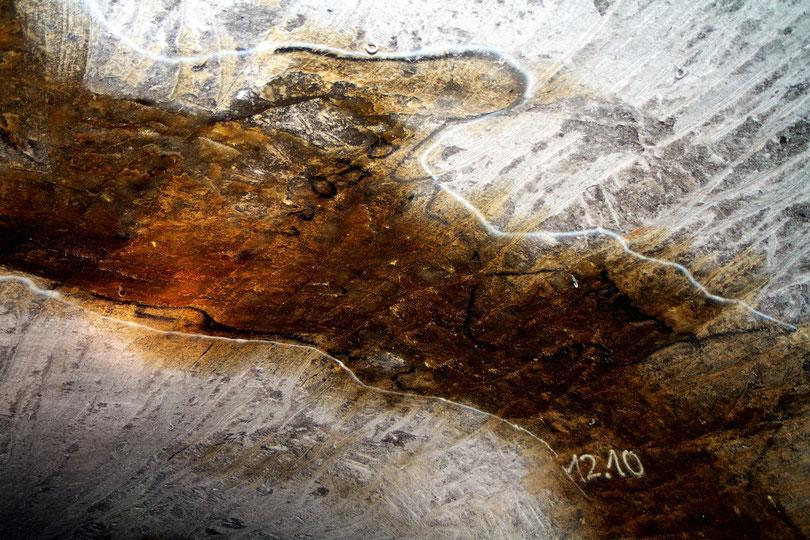 Erdöl tritt im Salzstock in 830 Meter Tiefe aus