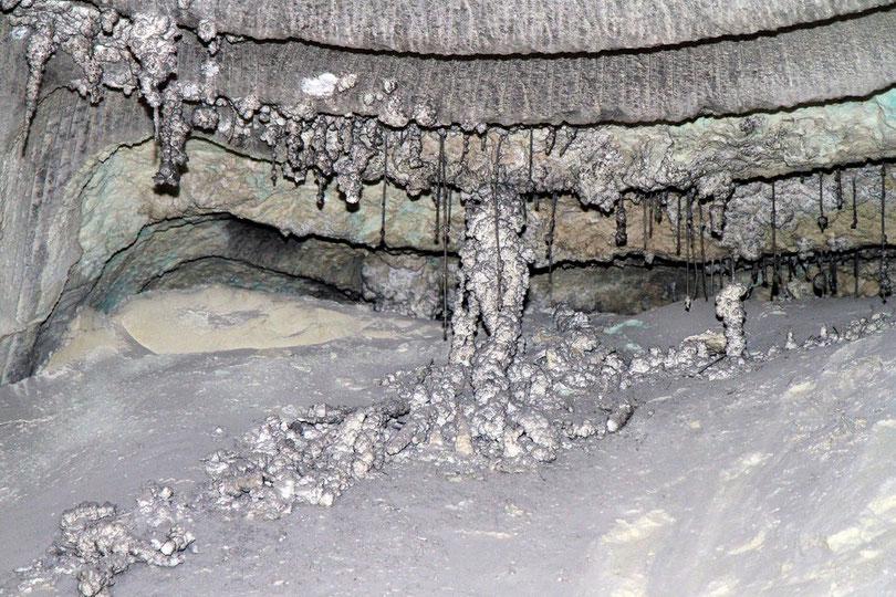 Asse: Salzstalaktiten bleiben nach dem Verdunsten der gesättigten Salzlauge zurück
