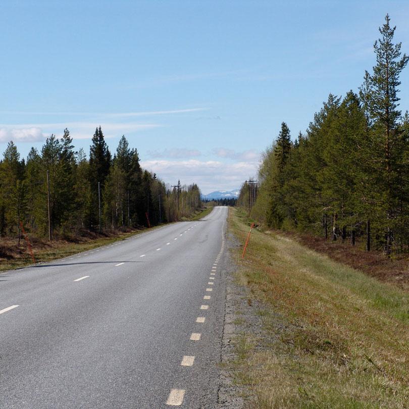 Endlose Strassen in Lappland