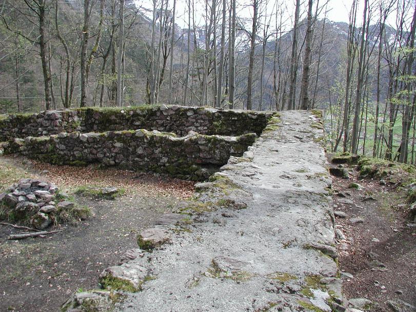 Burgruine Sola, Grundmauern