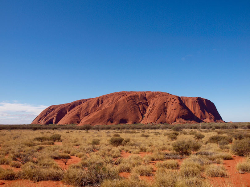 Uluru in der Mittagssonne