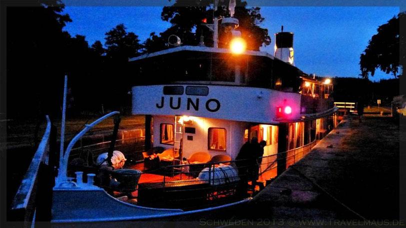 """Die """"Juno"""" in der Schleuse """"Mem"""" /Götakanal um Mitternacht"""