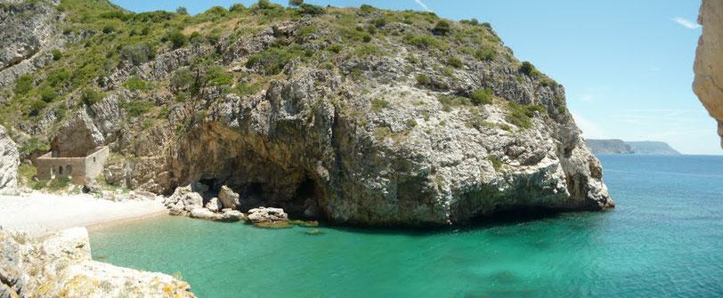 Baleerio Strand    14 Autominuten +eine nicht ungefährliche Wanderung