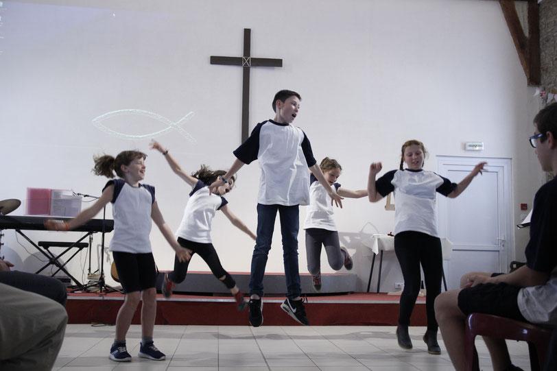 Danse dans une église