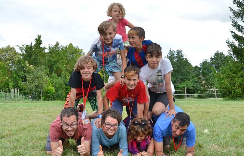 La famille = une équipe ! Pyramide humaine
