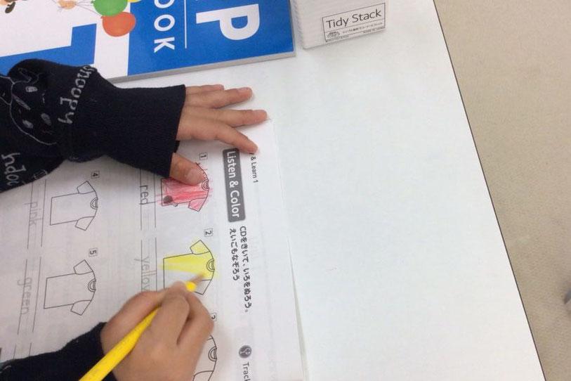 子供たちは英語に対して興味深々です。