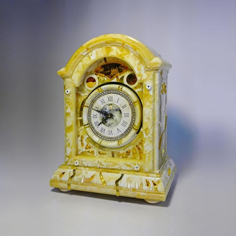 Механические часы в янтарном корпусе. 2016 год.