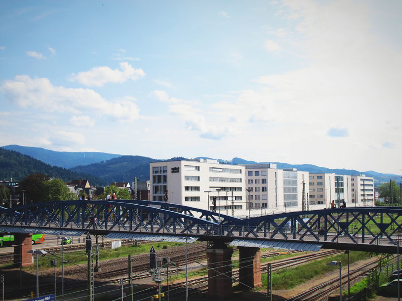 allemagne fribourg pont bleu rails gare tram train