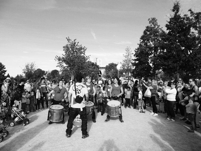 Fête aux Jardin - Batucada Zé Samba - Saint-Ouen - Photo : Sylvie Rouquet et Jérôme Lequen
