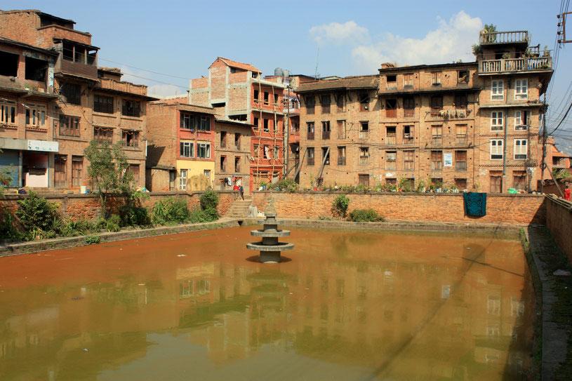 Bassin d'eau hélas pollué en plein coeur de Bhaktapur