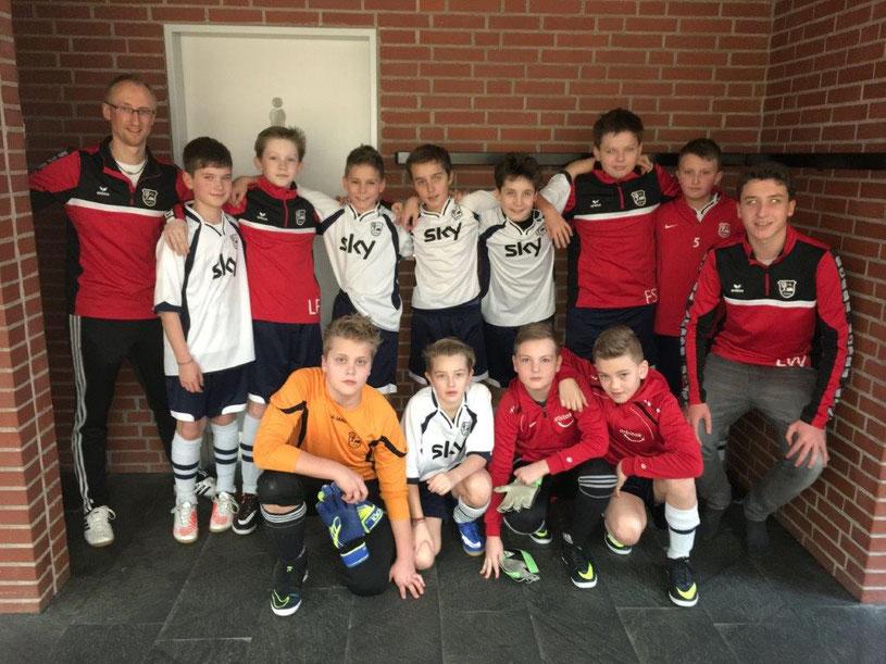 Das Team der U 12 am 07.02.2016 mit Trainer Andreas Jordt und Co-Trainer Lucas Weigel (Foto: Astrid K.)