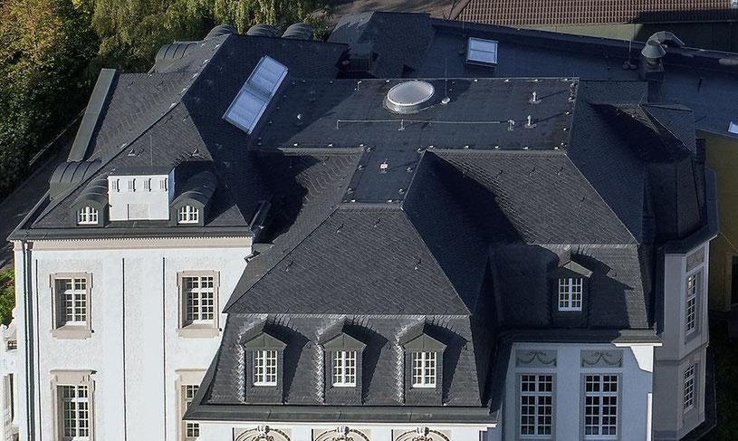 Architekturfotografie Kaisersruh (ehem. Lost-Place Herrenhaus bei Aachen): aerial view auf die Dachkonstruktion, Foto: Dr. Klaus Schörner, Bauherr: Franko Neumetzler, Architekt: Studio Makarowski, Copyright 2018