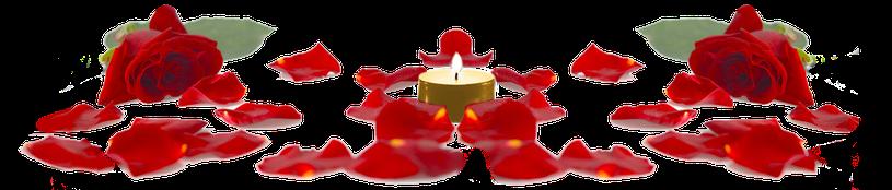 Rosen mit brennender Kerze in der Mitte