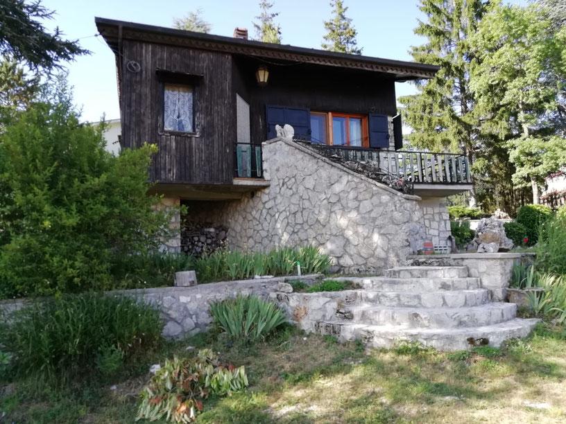 villa indipendente con ampio giardino a monte livata