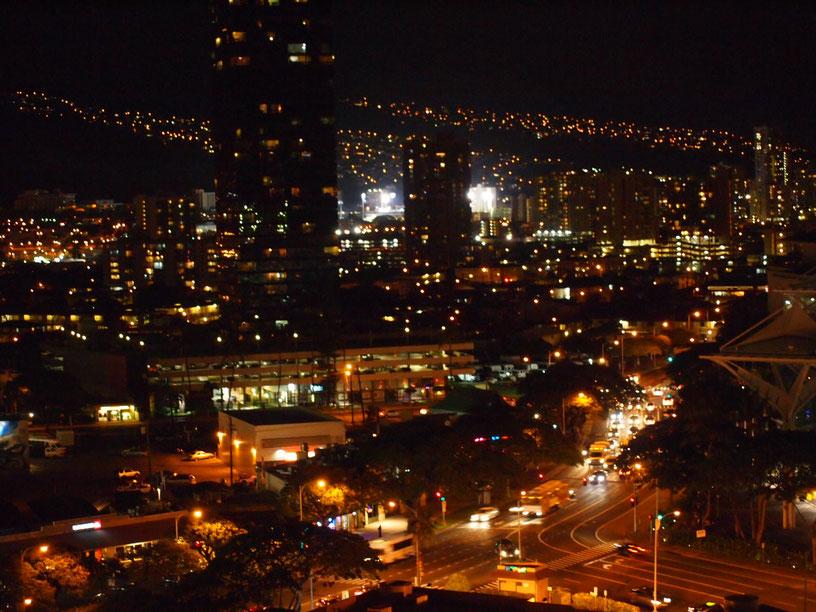 夜のハワイ!ホテルから見るとすごい綺麗♪