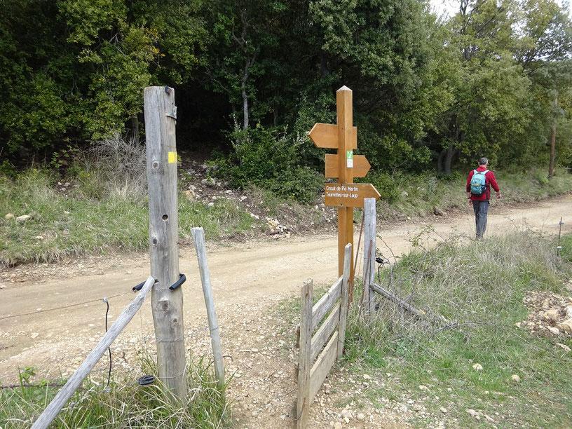 Barrière qui permet d'accéder à la piste que l'on emprunte sur 300 mètres.