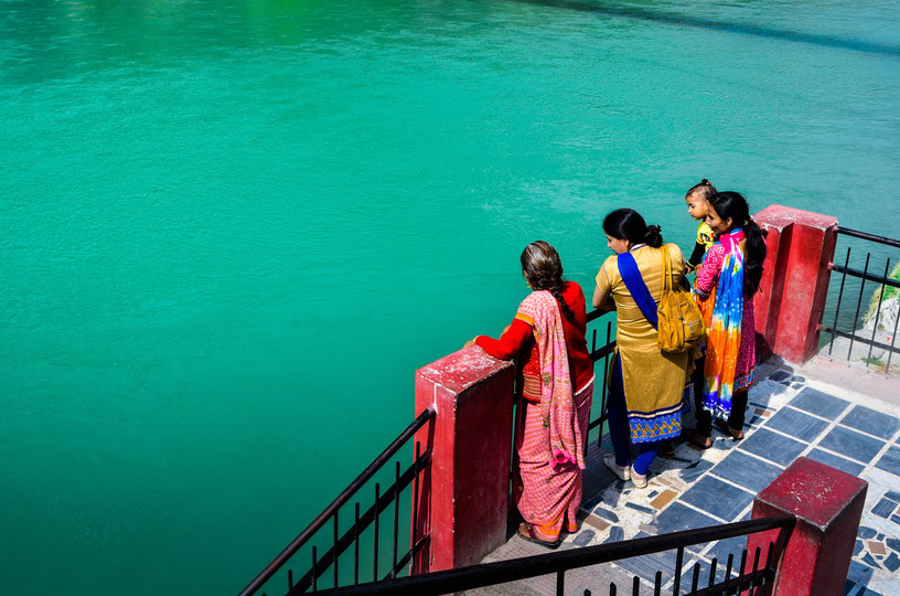 Indische Frauen Rishikesh Ganges Fluss