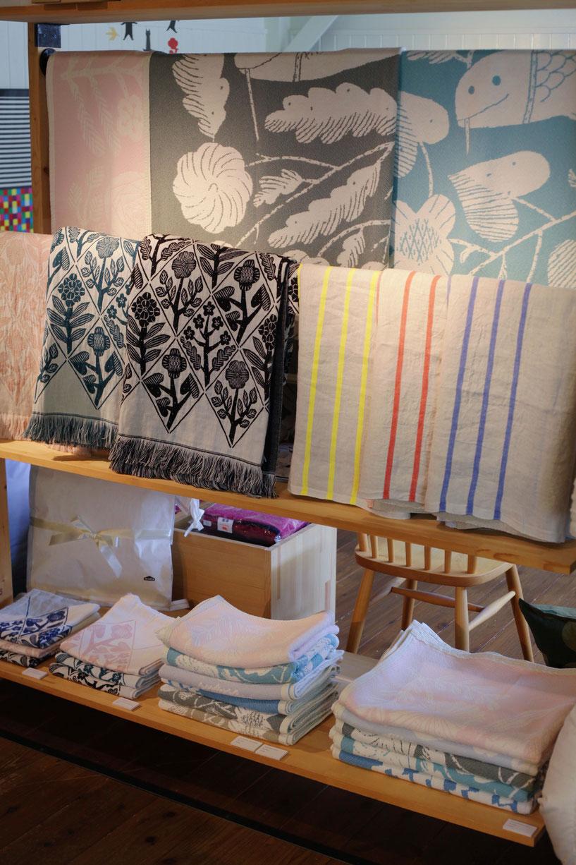 人気の鹿児島睦さんデザインのKUKATも再入荷、コットンブランケットもサイズが揃いました