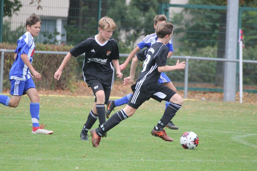 Bild: Die Angreifer Marius Fleischer und Jano Conrad (v.l.) steuerten jeweils zwei Tore zum Sieg ihrer Mannschaft bei.