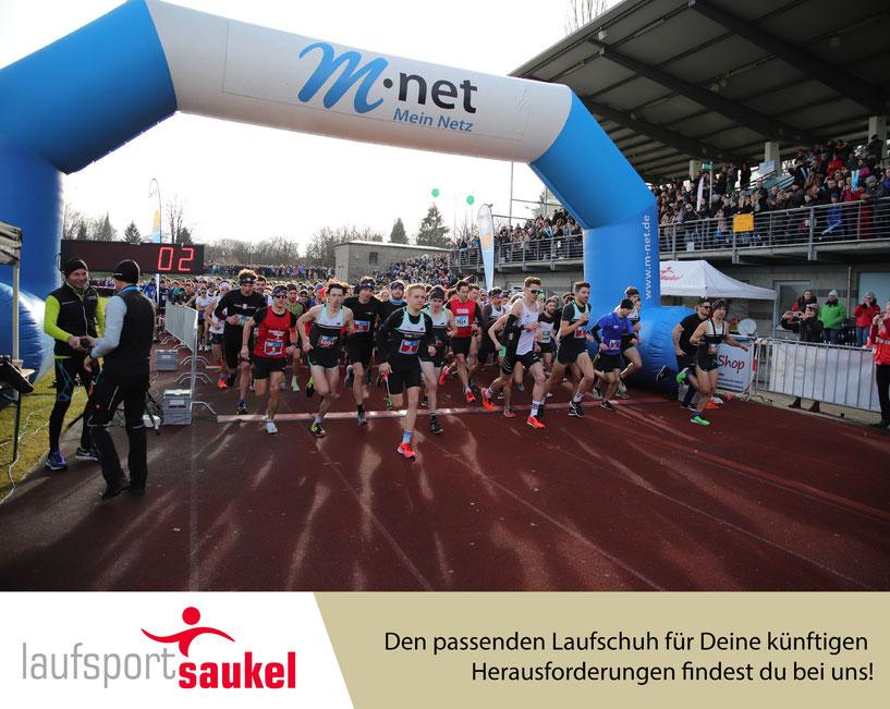 Start zum Saisonabschluss über 10 Km im Illerstadion Kempten - mit dabei Profis wie Philipp Pflieger und Mirjam Dattke