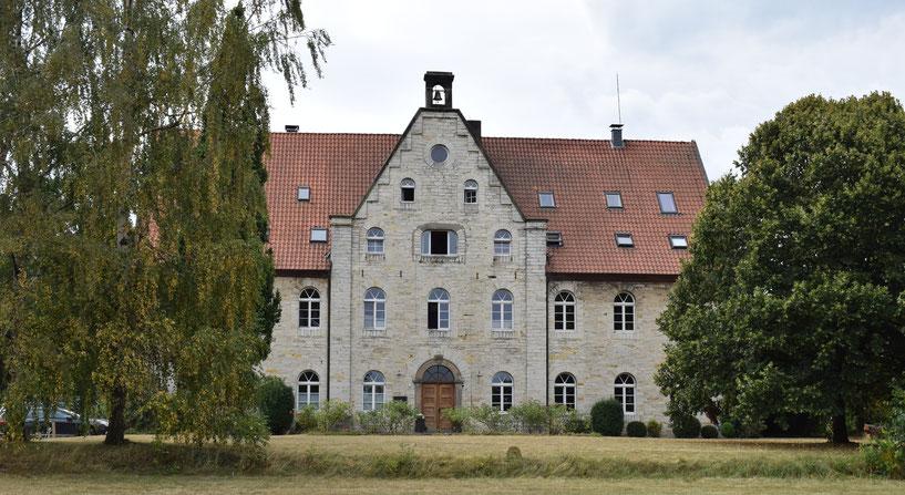 Laurentiushof, Bosenholz (Yogaraum rechts neben dem Hauptgebäude)