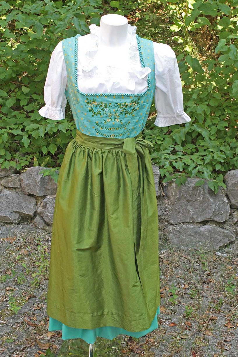 Second-Hand: Dirndl in grün und türkis mit weißer Rüschenbluse
