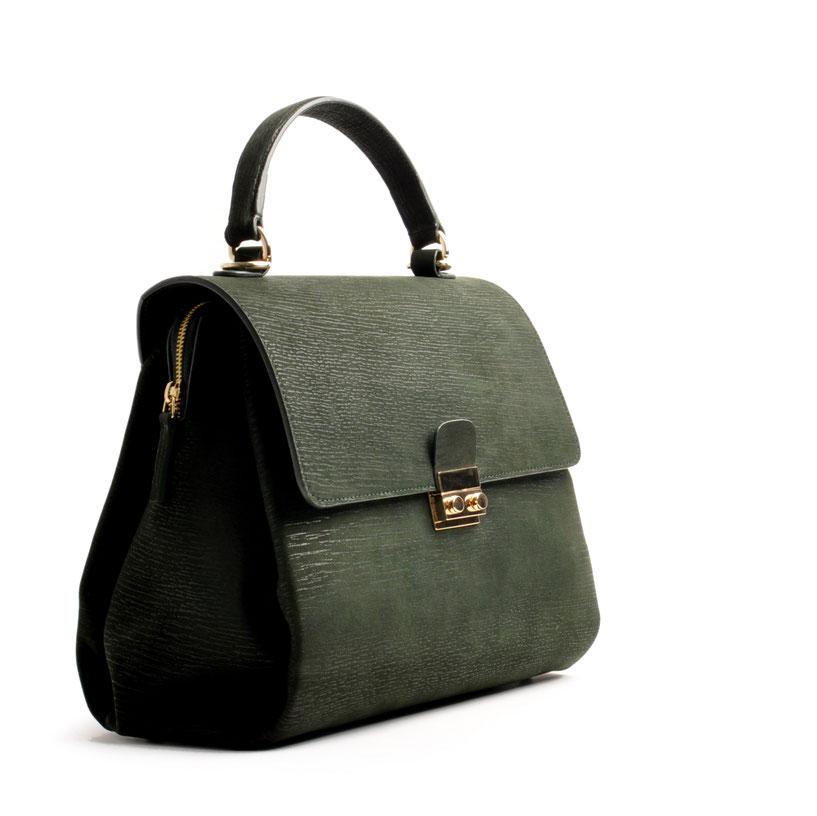 Online-Shop OWA Tracht  exklusive  modische Trachtentasche CLOE versandkostenfrei kaufen. Farbe grün. Hochwertiges Rindleder. Henkeltasche . Schultertasche .  Detail Reißverschluss