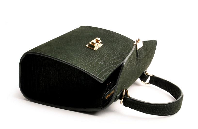 Online-Shop  OWA Tracht modische zeitlose Dirndltasche  Henkeltasche CLOE  . Farbe grün. Metallbeschläge gold.  versandkostenfrei bestellen