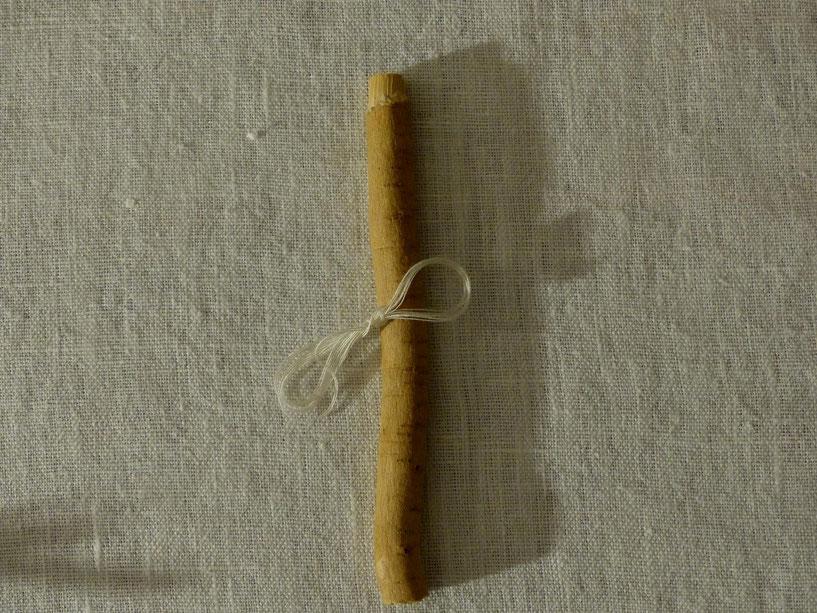 Fig. 3 Sewak et fil de soie