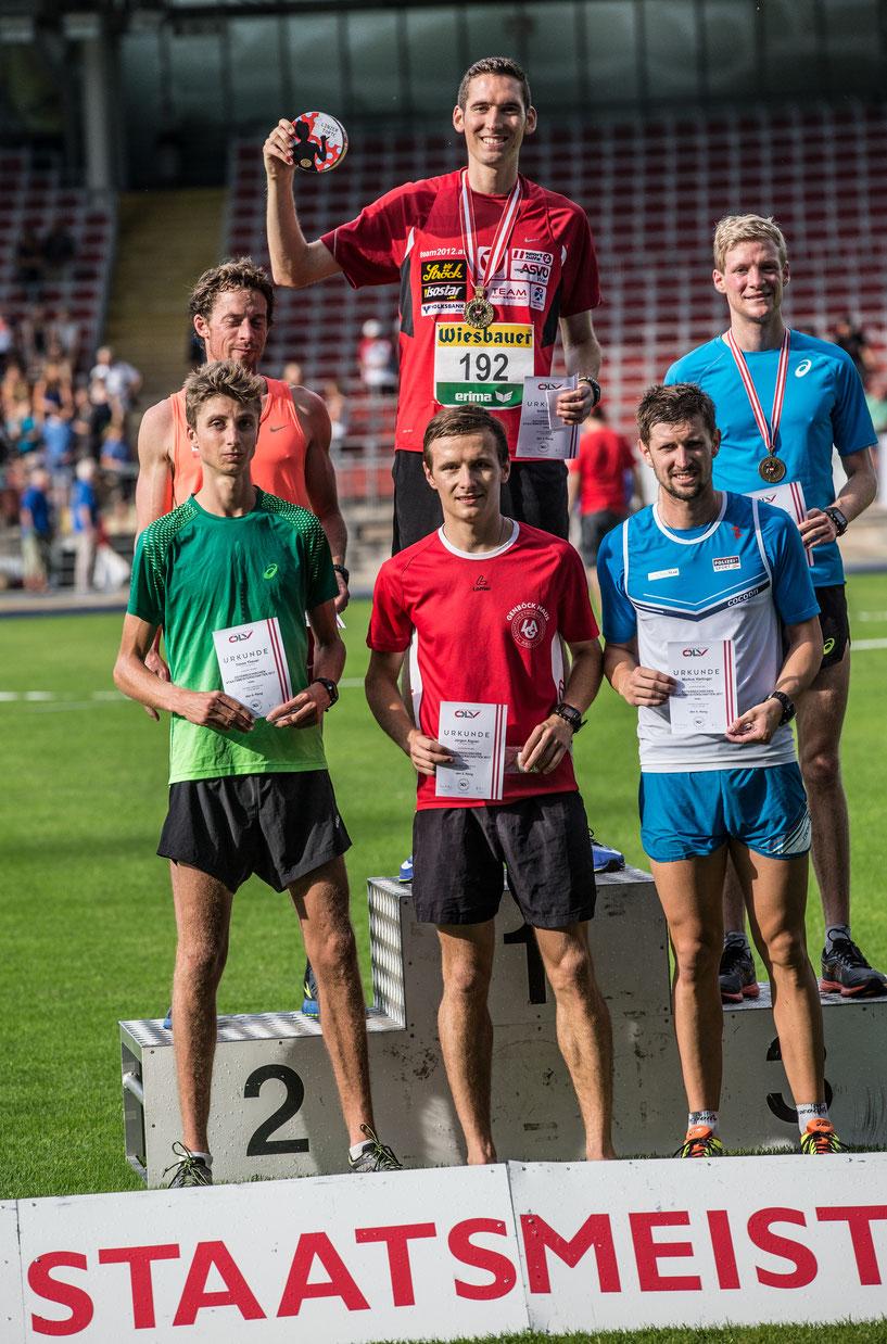 Siegerehrung des 5000m-Rennens: eine Linzer Torte für Andreas Vojta, die Reise hat sich also gelohnt! ;-)