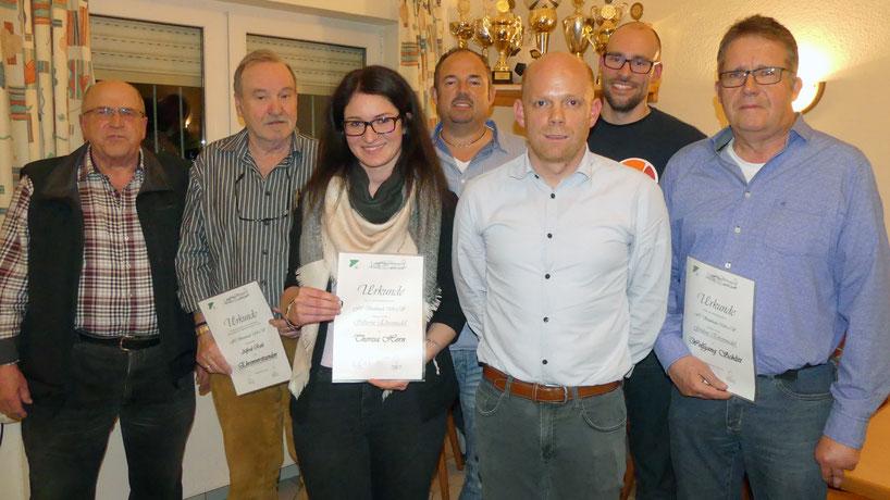 Alex Rick (vorne Mitte) ehrte die langjährigen Mitglieder: Manfred Gräf, Fredi Roth, Theresa Horn, Holger Sarnowski, Christopher Wüst und Wolfgang Schlitt