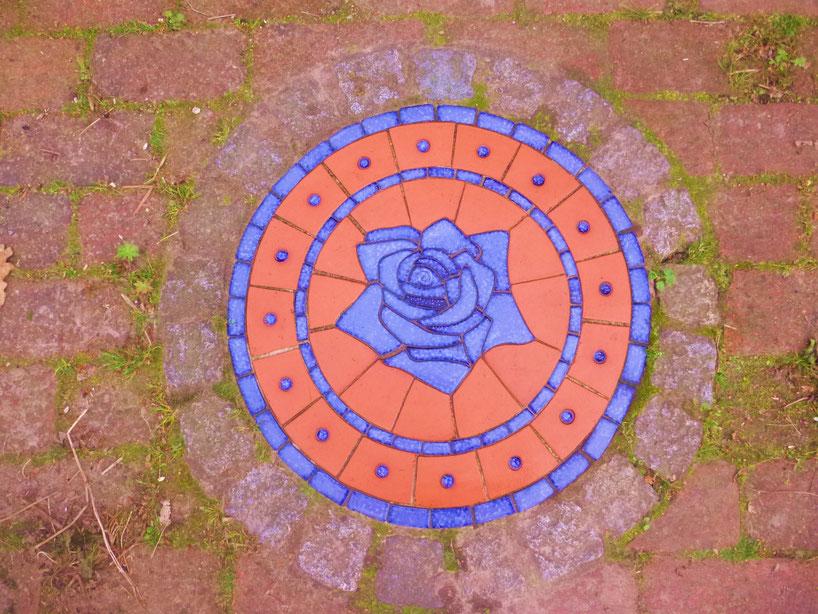 Bodenmosaik Rose blau, d: 50 cm, Euro 300.-