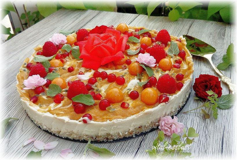 Cashew, Mangotorte, Blüten, Rosen