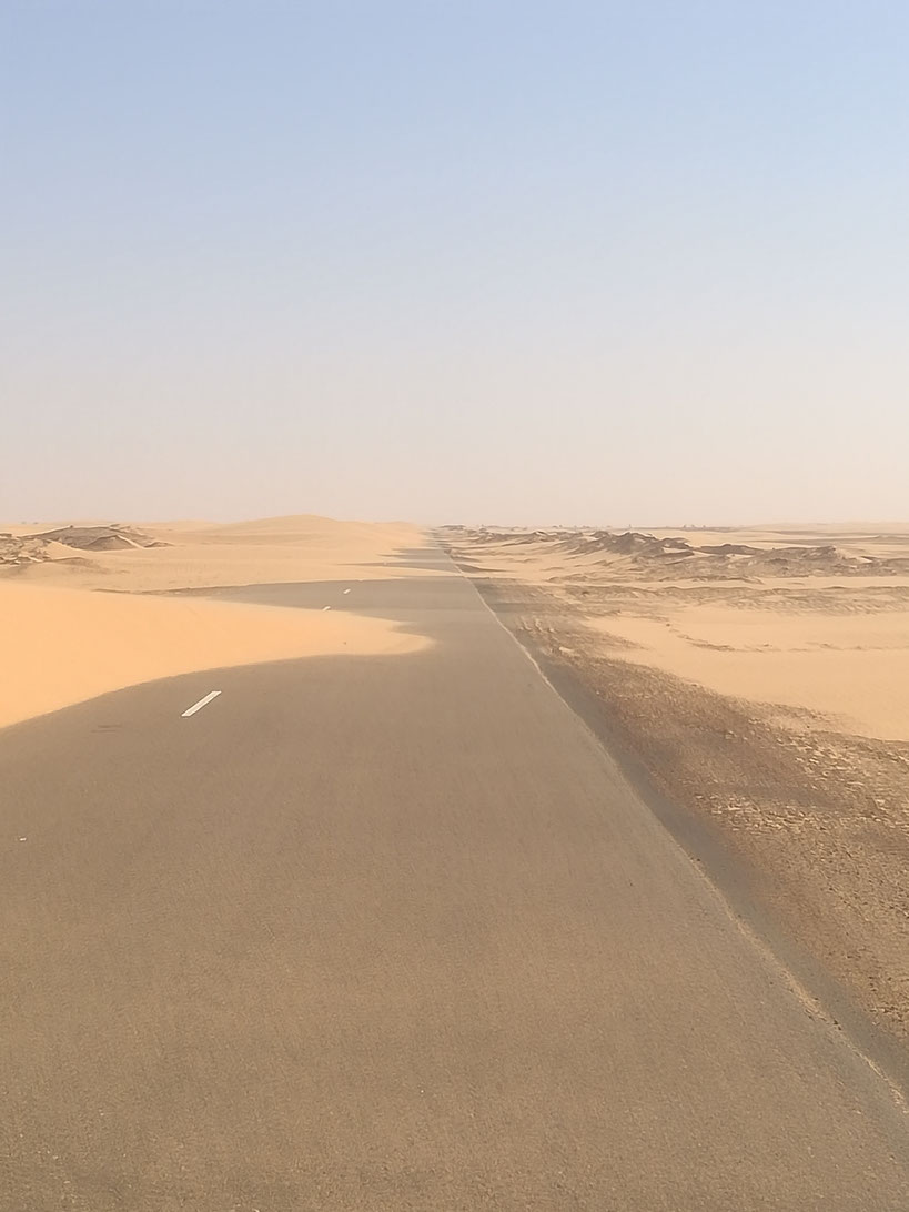 Fast 950 Kilometer sind es von Matraucha über Kiffa, Tidjikja nach Atar