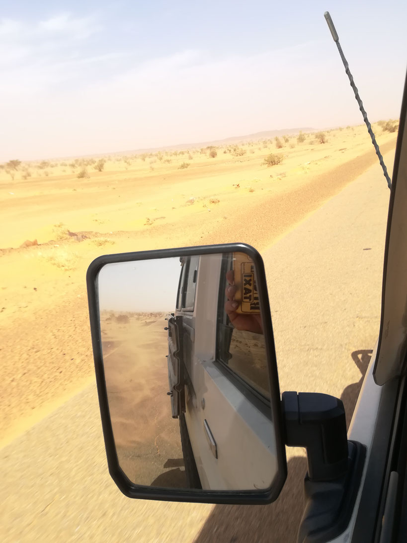 Auf dem Weg nach Tidjikja - die letzten Meter Teer