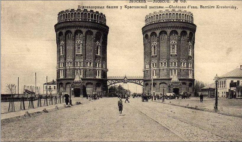 Крестовские башни. Слева и чуть сзади построен Рижский вокзал, справа вестибюль метро Рижская.