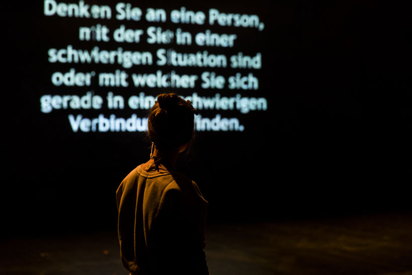 """528 Hertz"" Performance – Conny Mews , Kampnagel Hamburg, 06.2017 (Foto: Georg Oberweger)"
